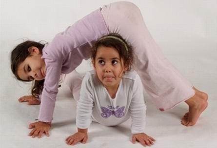 Когда грядет истерика: 5 поз йоги для детей