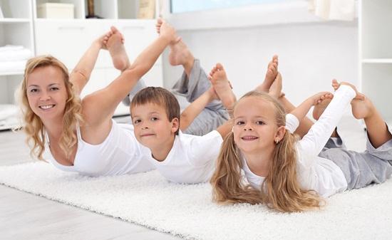 Куда вести ребенка – к психологу или на йогу?