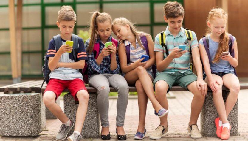 92% батьків дають дитині користуватись один чи більше гаджетів - результати опитування